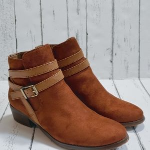LE CHATEAU Brown and tan ankle booties